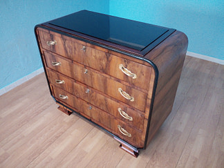 Italian Art Deco chest of drawers in walnut