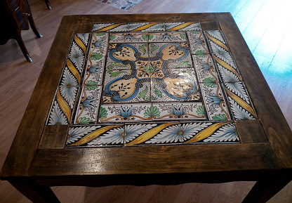 Vintage dining table with original Italian eighteenth-century majolica