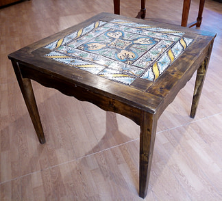Vintage dining table with original Italian eighteenth-century majolica